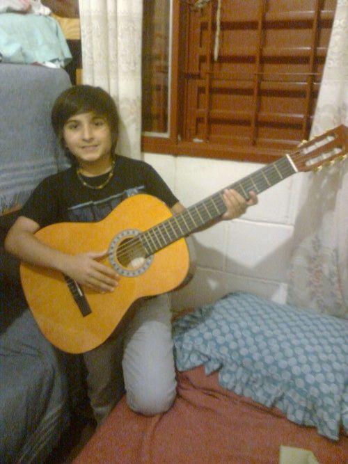 Fotolog de maxiyo: Yop,jajaj Con Mi Guitarra
